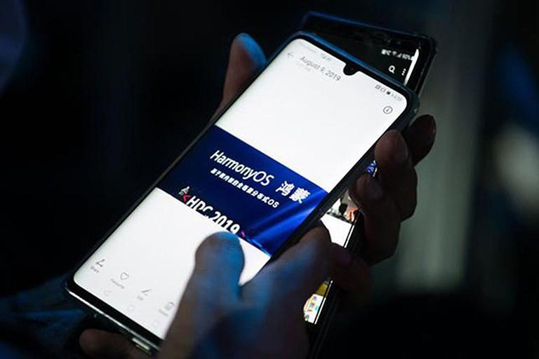 Huawei ra mắt smartphone chạy nền tảng HarmonyOS
