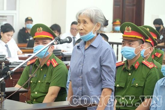 Xét xử vụ Đồng Tâm: Người thân bị hại rơi nước mắt, các bị cáo cúi đầu nhận tội