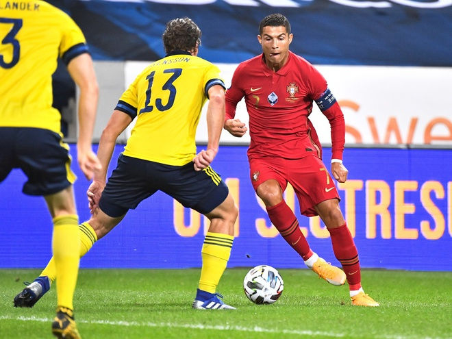 Ronaldo lập kỳ tích trong trận thắng 2-0 của Bồ Đào Nha trước Thụy Điển