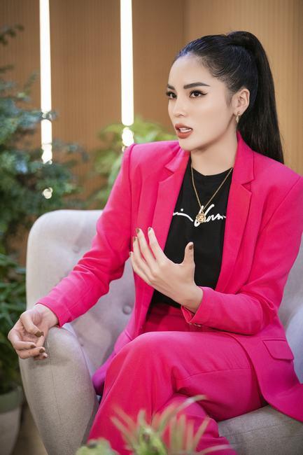 """Hoa hậu Kỳ Duyên: """"Tôi cảm thấy trống rỗng khi đăng quang"""""""