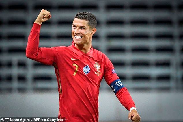 Ryan Giggs: Ronaldo có thể chơi đến 40 tuổi