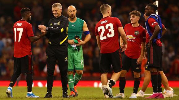 """Cận kề khai màn, nhân sự Man United vẫn """"rối như tơ vò"""""""