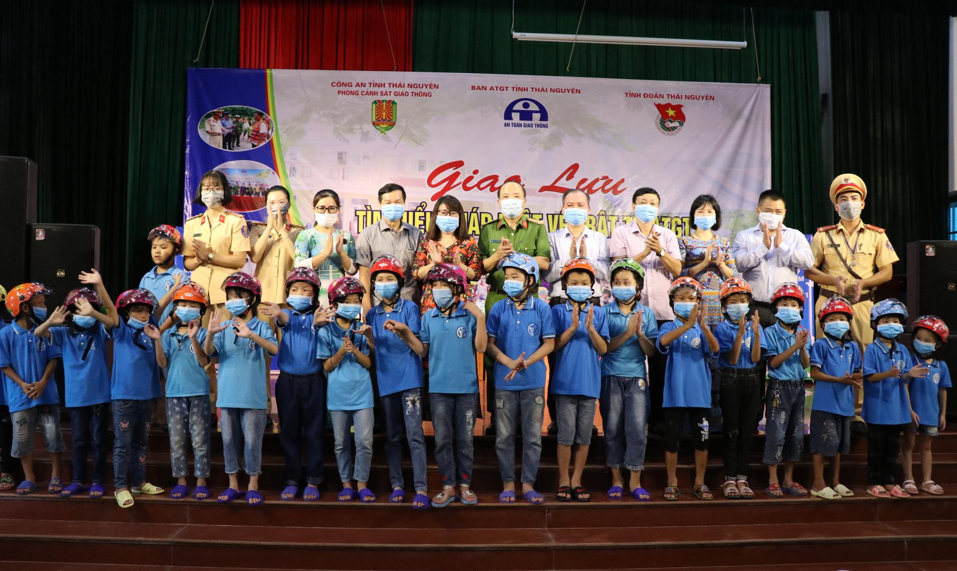Thái Nguyên: Phát động Tháng cao điểm ATGTcho học sinh đến trường