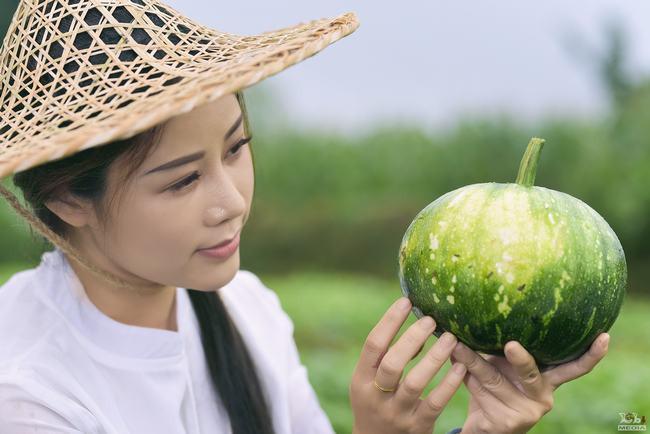 Hoa Trần hái đỗ, bẻ măng, nấu cá, tắm tiên ở MV cover nhạc phim Tây Du Ký