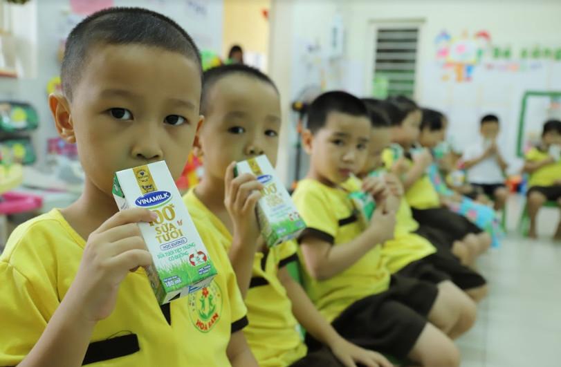 TP. Đà Nẵng tổ chức cho học sinh uống sữa học đường ngay ngày đầu tựu trường