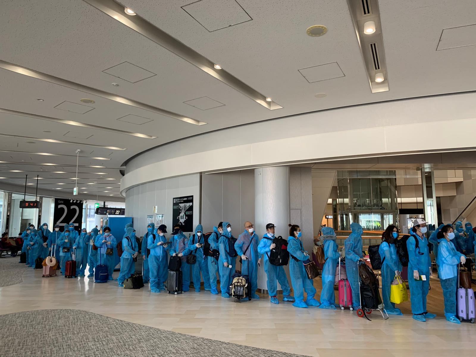 Thêm hơn 220 công dân Việt Nam từ Nhật Bản được đưa về nước an toàn