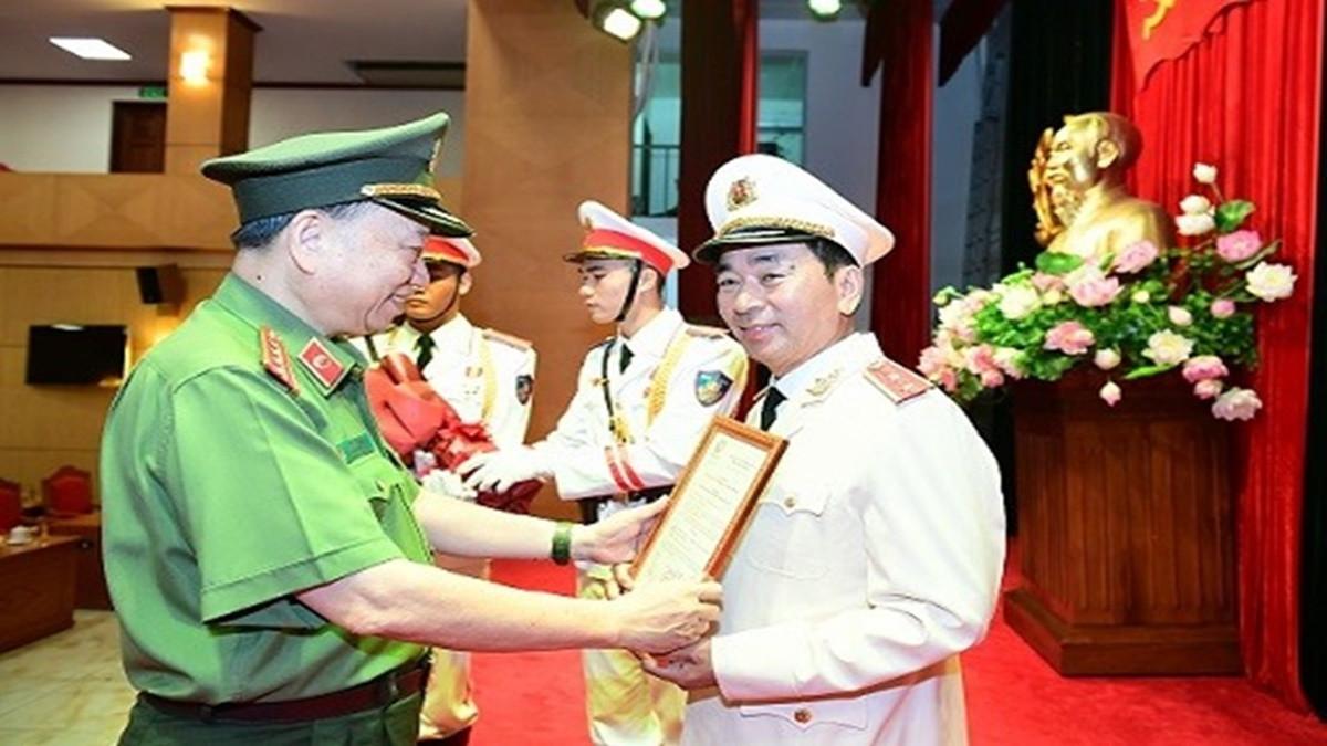 Bộ Công an thăng quân hàm Trung tướng cho Thứ trưởng Trần Quốc Tỏ