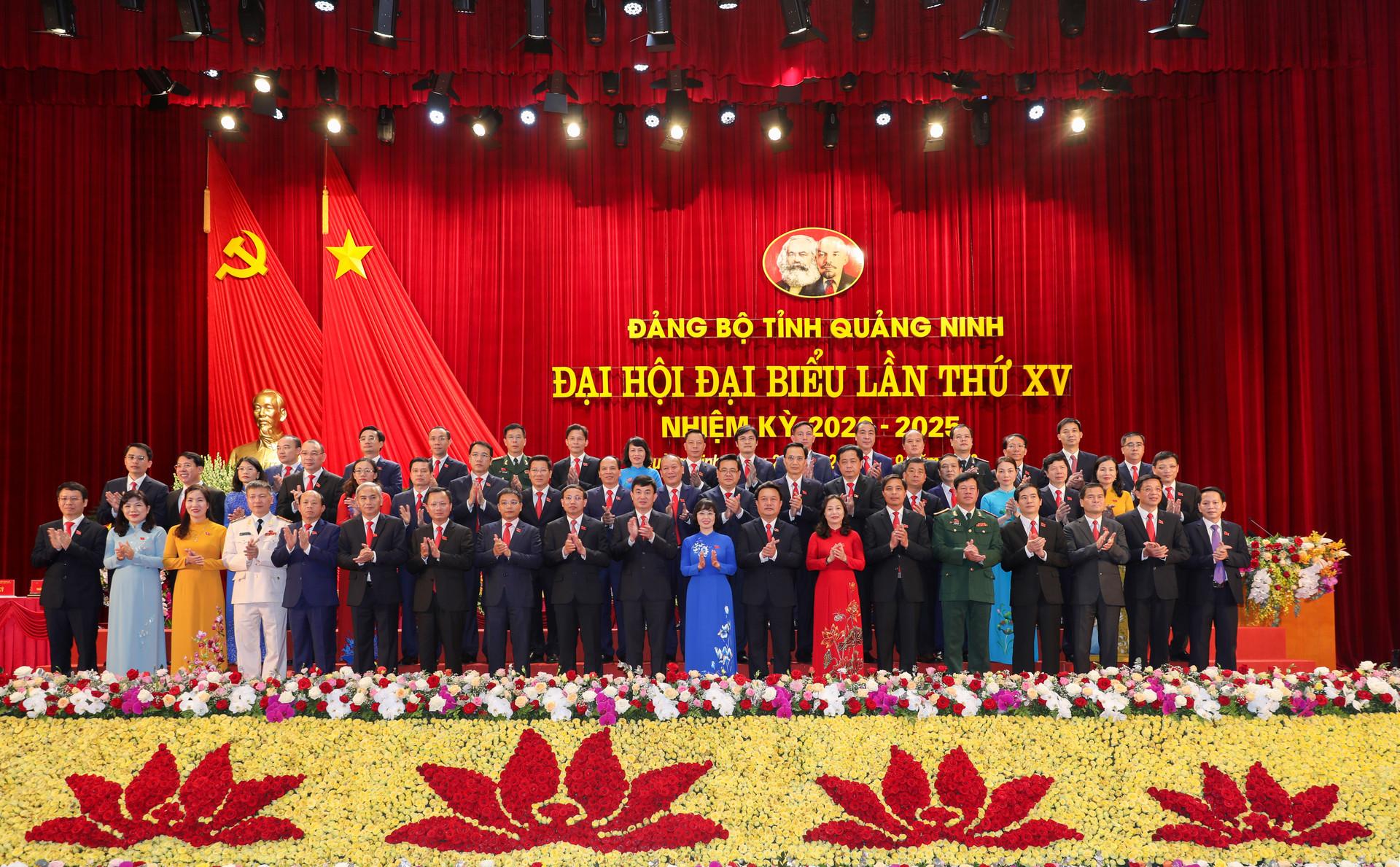 Bế mạc ĐHĐB Đảng bộ tỉnh Quảng Ninh lần thứ XV: Nâng cao đời sống nhân dân, vững chắc quốc phòng