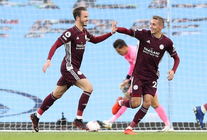 Leicester đè bẹp Man City, vươn lên đầu BXH Premier League