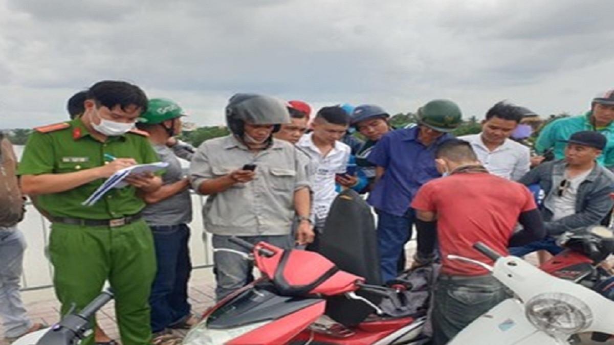 Nam thanh niên bỏ lại xe máy nhảy xuống sông Sài Gòn tự tử