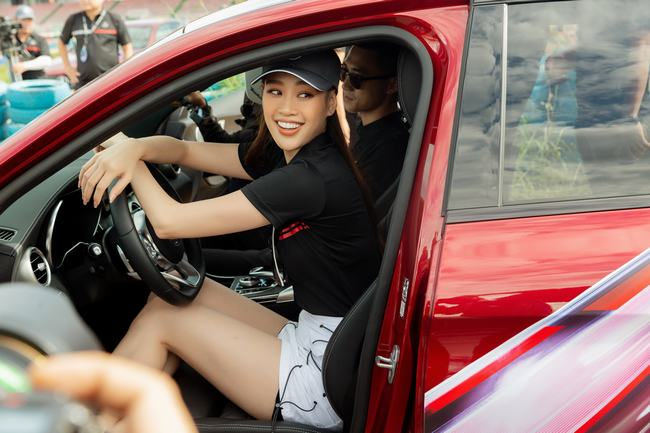 Hoa hậu Khánh Vân xuất hiện cực chất, cực cá tính