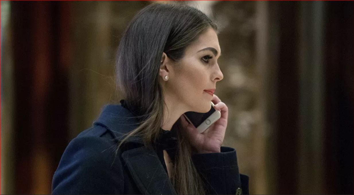 Một nữ trợ lý của Tổng thống Trump dương tính với virus SARS-CoV-2