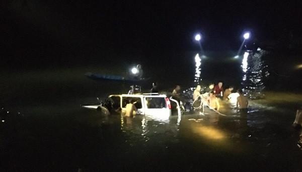 Bộ Công an chỉ đạo điều tra vụ ô tô lao xuống sông làm 5 người chết