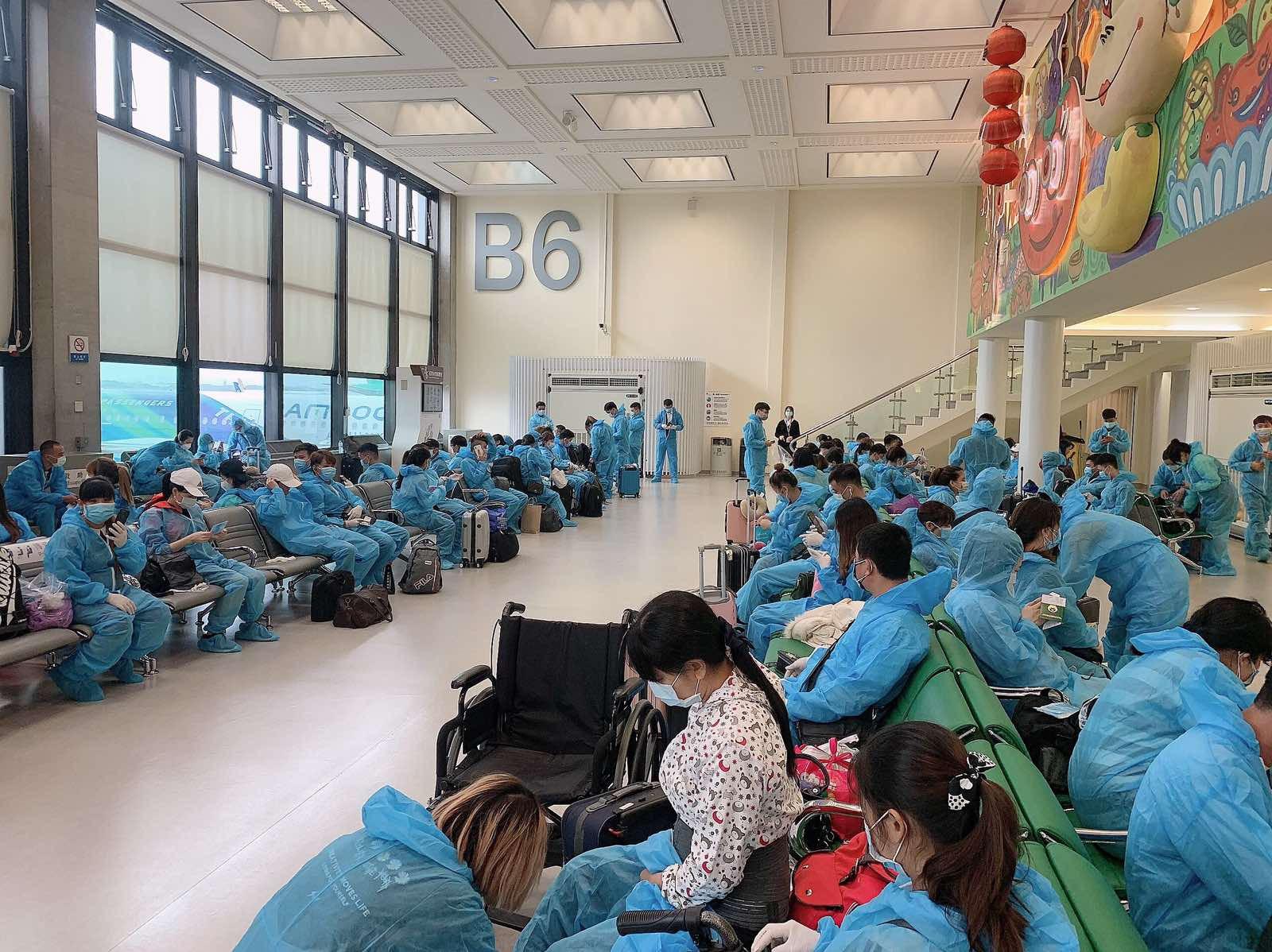 Thêm 2 chuyến bay chở hơn 350 công dân từ Đài Loan về nước