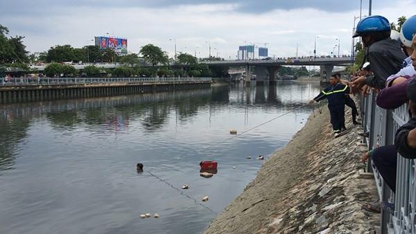 Tìm thấy thi thể người đàn ông nhảy cầu xuống kênh Tàu Hủ