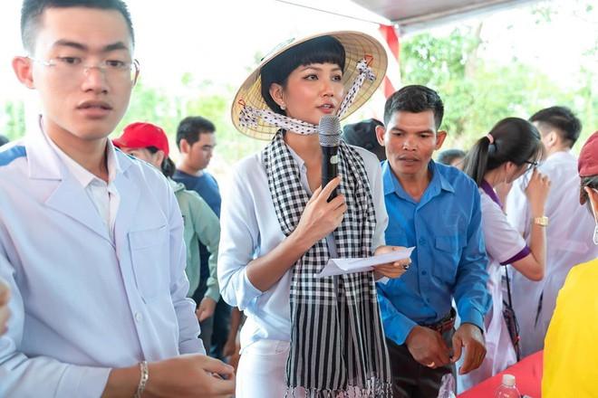Vợ chồng Lý Hải quyên góp hơn 560 triệu đồng ủng hộ miền Trung