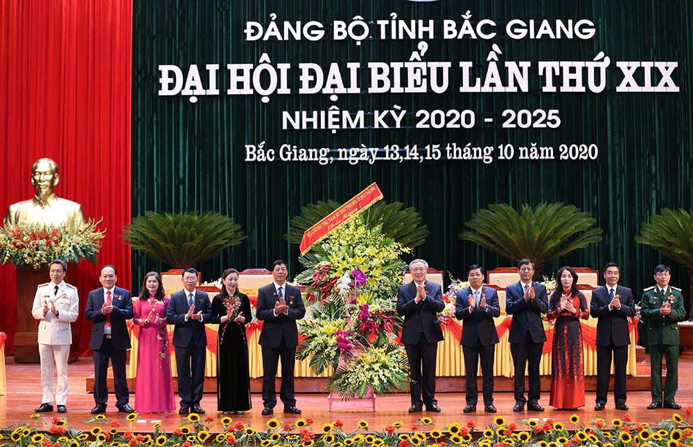 Bí thư Trung ương Đảng, Chánh án TANDTC Nguyễn Hòa Bình dự Đại hội đại biểu Đảng bộ tỉnh Bắc Giang lần thứ XIX