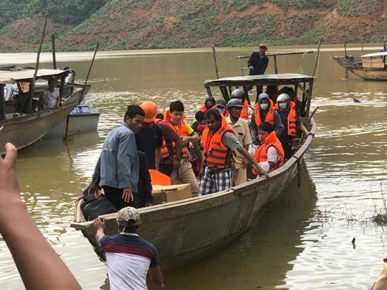 Sạt lở Thủy điện Rào Trăng 3: Đã tiếp cận khu vực 13 người mất tích và thả hàng cứu trợ
