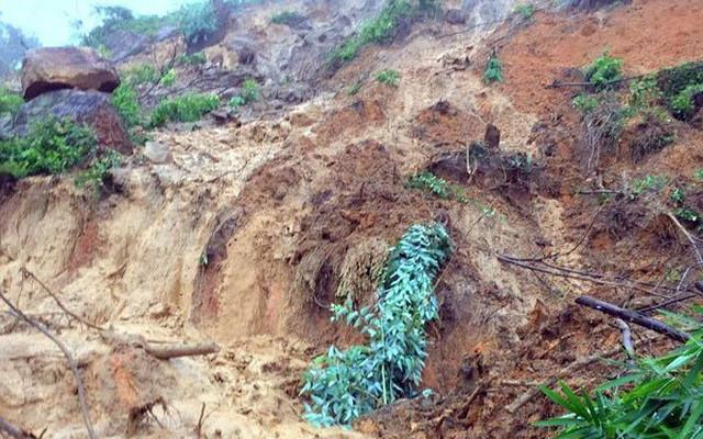 Tập trung tìm kiếm 30 người mất tích trong vụ sạt lở Thủy điện Rào Trăng 3