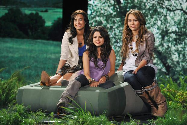 Selena Gomez làm sản xuất kiêm diễn chính phim kinh dị 'Dollhouse'?