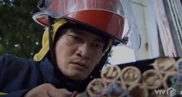 Lửa ấm tập 12: Liệu Minh có mã hóa được khối chất nổ tự chế trong tiệm vàng?