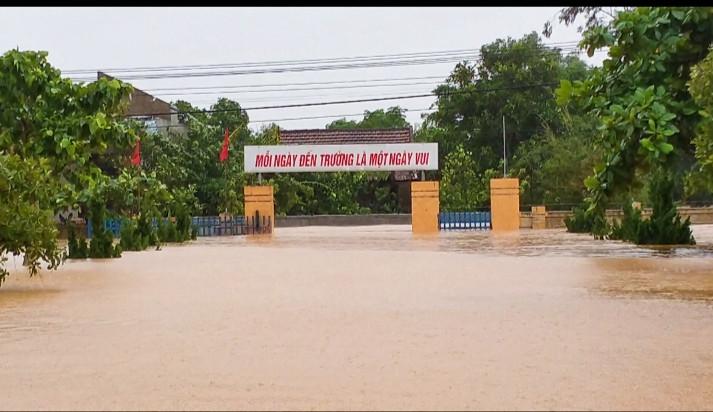 Những hình ảnh ghi tại tâm lũ Quảng Bình