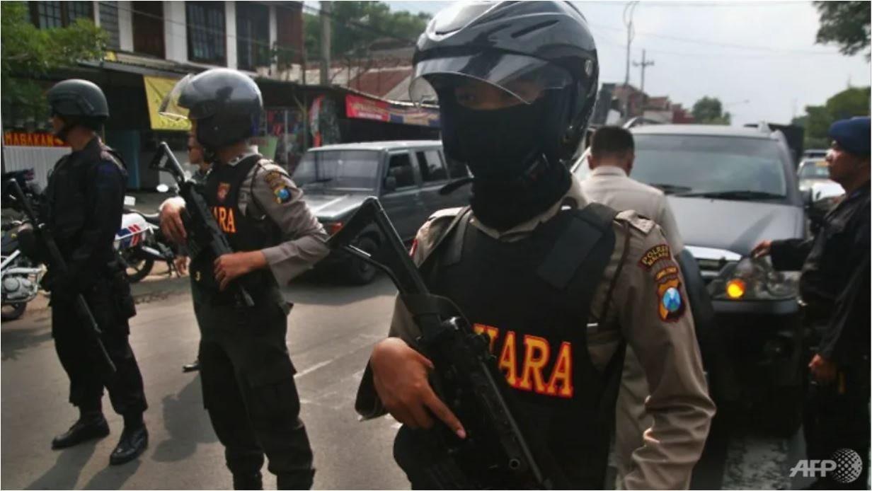 indonesia-bat-giu-khung-bo.jpg