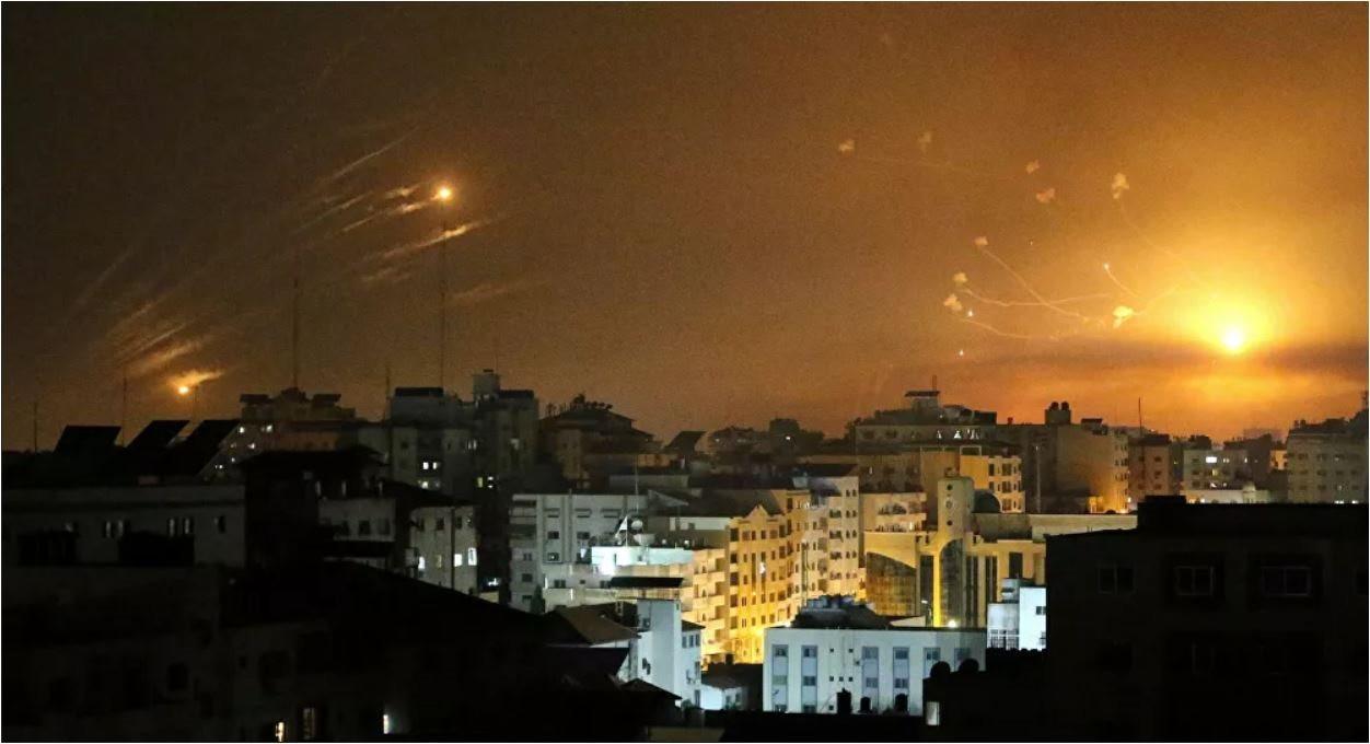 nguoi-palestine-tu-dai-gaza-ban-rocket-sang-israel.jpg