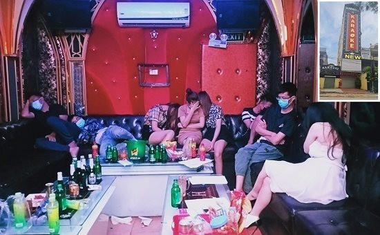 anh-cac-dan-choi-bay-lac-trong-quan-karaoke-new-5-sao.jpg