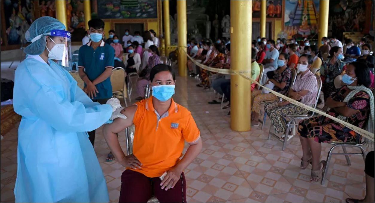 tiem-vaccine-covid-campuchia.jpg
