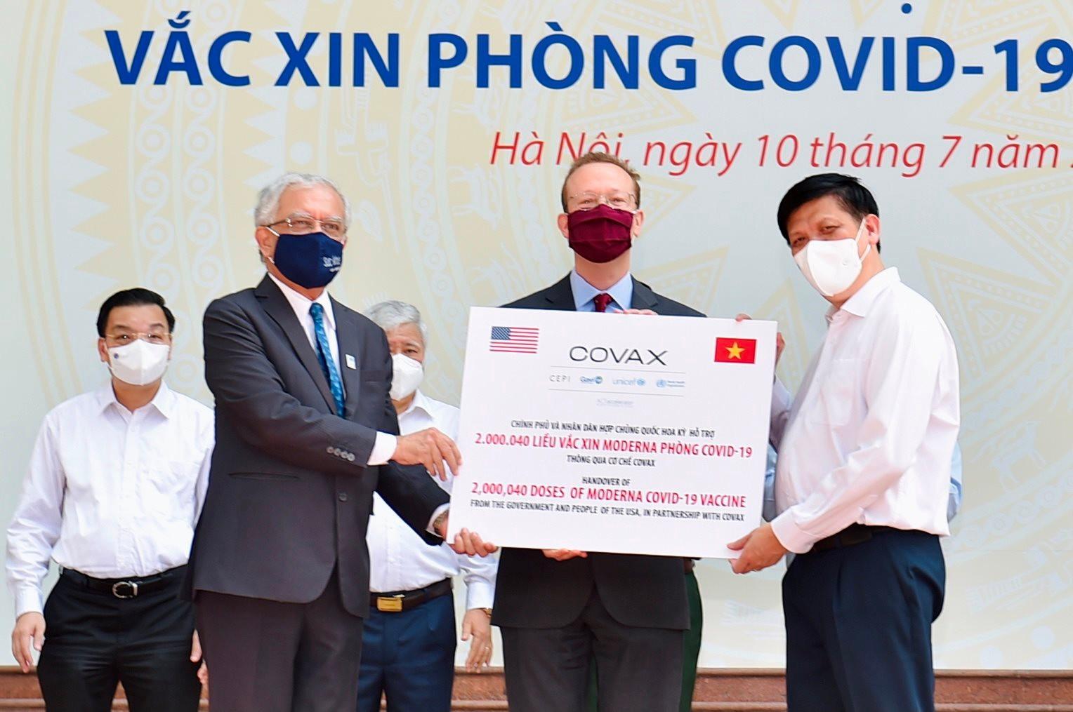 tiep-nhan-vaccine-covax1.jpg