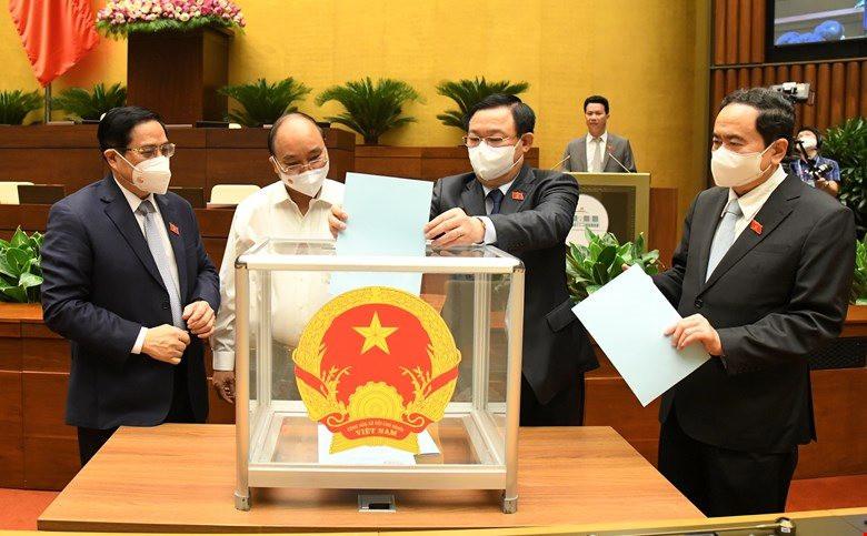 be-mac-quoc-hoi-bo-phieu-phe-chuan-nhan-su-chinh-phu-tham-phan-tandtc.jpg