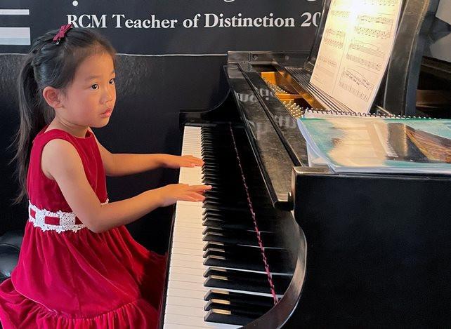 than-dong-am-nhac-piano.jpg
