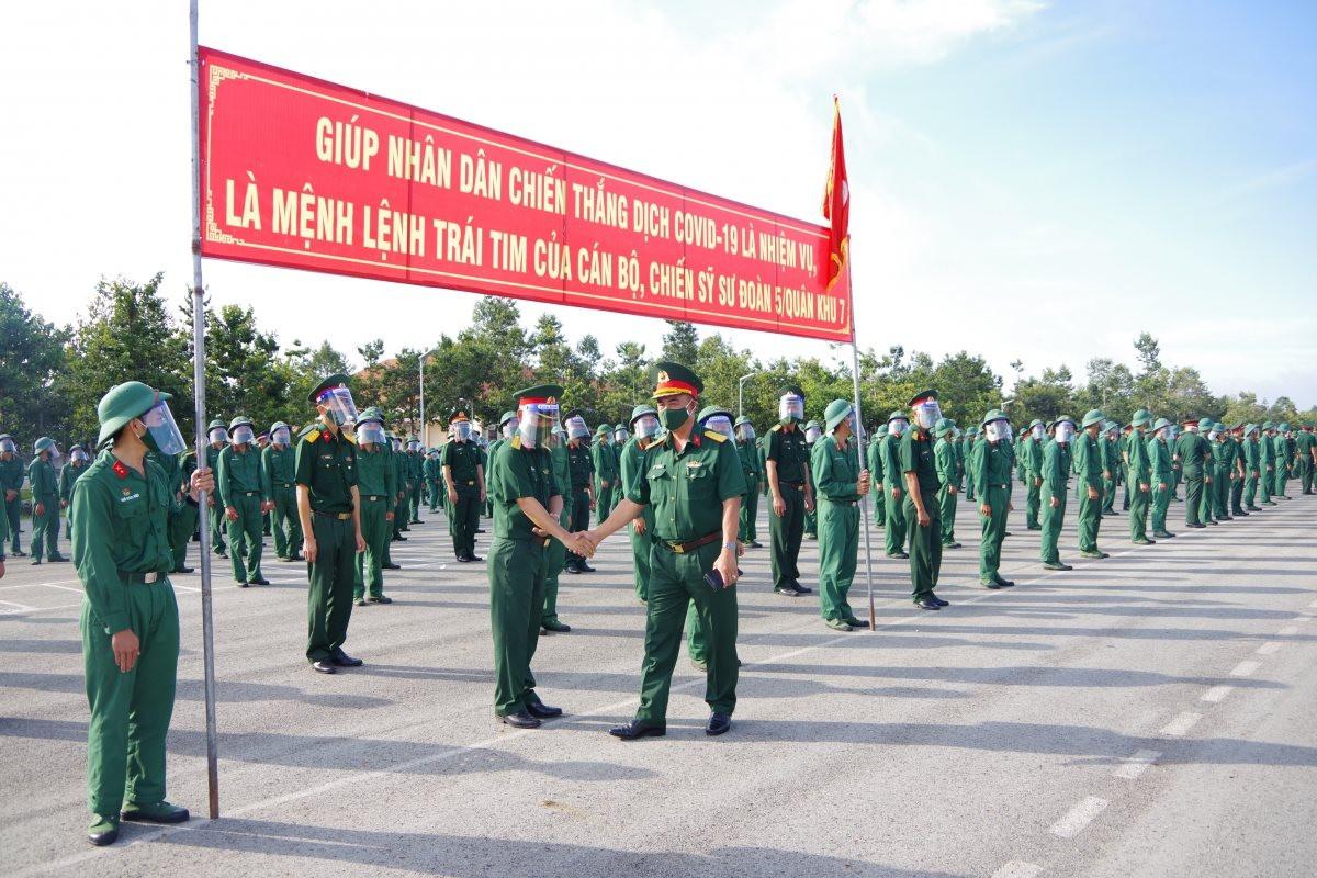 2.000 cán bộ, chiến sĩ Sư đoàn 5, Quân khu 7 chi viện TP.HCM chống dịch