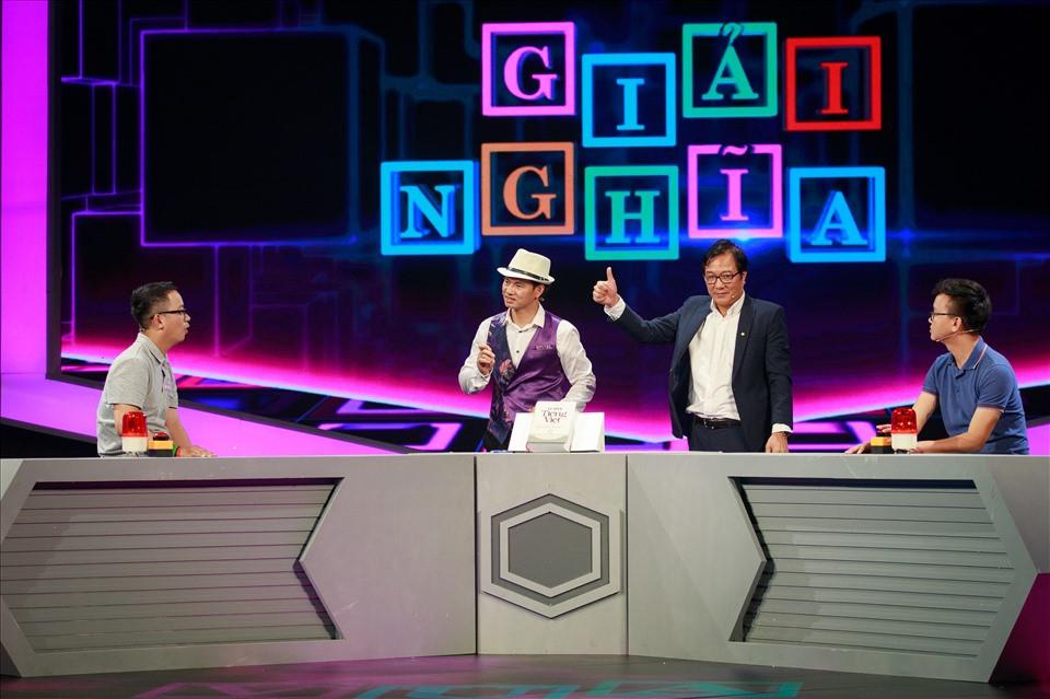 """Người chơi thích thú khi tham gia thử thách trong chương trình """"Vua tiếng Việt"""". Ảnh: VTV"""