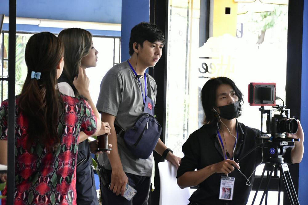 Đạo diễn Jin Sang trao quà cho học sinh khó khăn tại quê nhà - Ảnh 4.