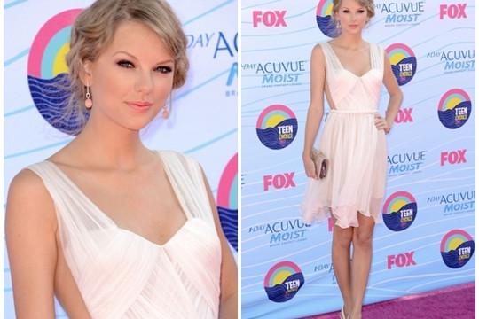 Teen Choice Awards 2012: Taylor Swift ngọt ngào với đầm trắng