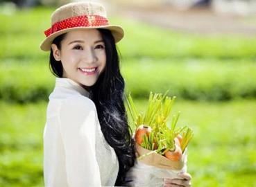 Siêu mẫu Thái Hà hóa thiếu nữ đồng quê nhân ngày 8/3