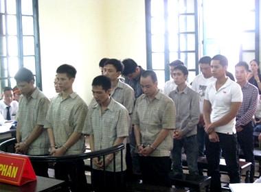 Gần 100 năm tù cho băng nhóm 'đấu súng' trên đường Láng - Hòa Lạc