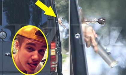 """Nghi vấn Justin Bieber """"phì phèo"""" cần sa trên xe"""