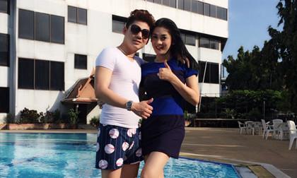 Lâm Chi Khanh tình tứ cùng bạn trai bên bể bơi ở Thái