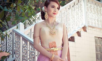 Yến Trang hóa cô dâu Thái đẹp mê hồn