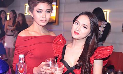 Mâu Thanh Thủy khoe dáng chuẩn bên Hương Giang Idol