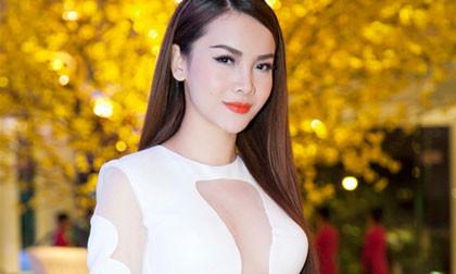 Yến Trang diện váy táo bạo khoe số đo nóng bỏng
