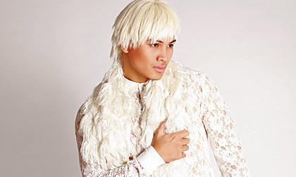 """""""Bản sao Trần Lập"""" Tạ Thúc Bình cá tính với áo ren, tóc trắng"""