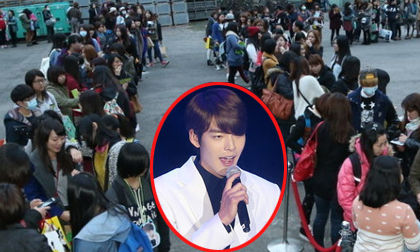 Hàng ngàn fans xếp hàng dài để chờ nghe Kim Woo Bin hát
