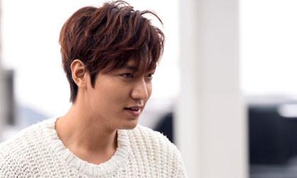 Lee Min Ho tóc tai bù xù, ngái ngủ ở sân bay