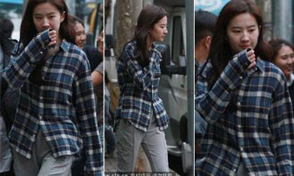 'Ngọc nữ' Lưu Diệc Phi ăn mặc như gái quê ra phố