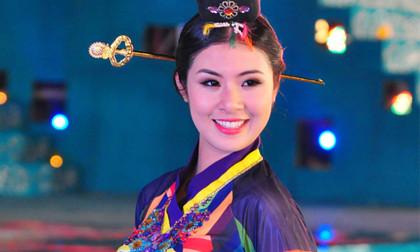 Hoa hậu Ngọc Hân ra mắt bộ sưu tập áo dài Hàn Quốc