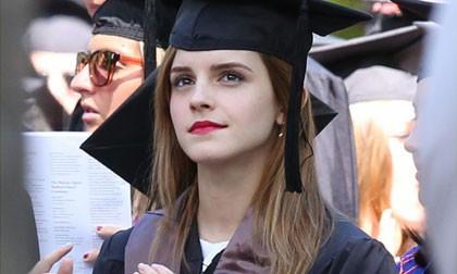 """""""Phù thủy"""" Emma Watson xinh đẹp rạng ngời trong ngày lễ tốt nghiệp"""